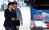<속보> 대법원, 박근혜 '국정원 특활비' 파기환송