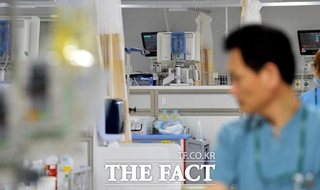 실손의료보험이 의료 가수요를 야기하면서 의료비·보험료를 증가시키는 등 문제적 국민 보험 상품으로 전락했다. /더팩트 DB