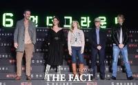 [TF포토] 라이언 레이놀즈-마이클 베이의 만남… 넷플릭스 '6 언더그라운드'
