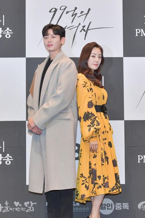 오나라(오른쪽)와 이지훈은 실제로 14살 차이지만 99억의 여자에 부부로 출연한다. /KBS 제공