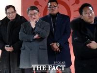 [TF포토] 박근혜 전 대통령 퇴원 기다리는 조원진
