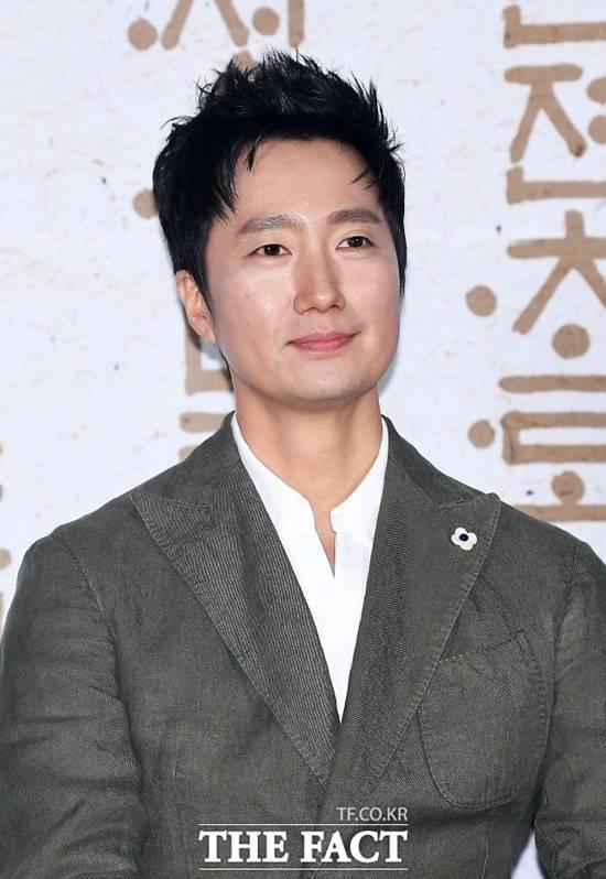 배우 박해일이 에스더블유엠피에 둥지를 틀었다. /이동률 기자