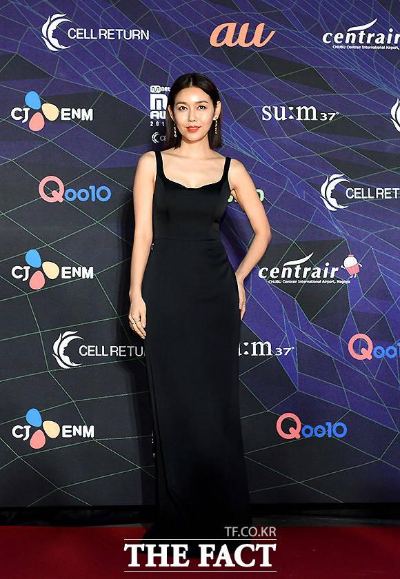 4일 오후 일본 나고야돔에서 '2019 MAMA(마마·2019 Mnet Asian Music Awards)'가 열려 박탐희가 레드카펫 행사에 참석해 포즈를 취하고 있다. /MAMA 제공