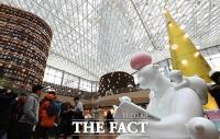 [TF포토] '북극곰도 즐기는 연말 독서 타임~'