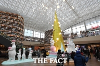 [TF포토] '금빛 트리와 북극곰 가족' 코엑스에서 즐기는 크리스마스~