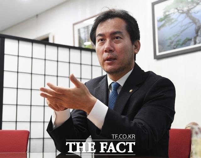 김영우 자유한국당 의원은 10일 오전 국회의원회관에서 진행한 <더팩트>와의 인터뷰에서 불출마를 결심하고, 주변에 알리는 과정이 괴롭고 어려운 시간이었다고 말했다. /국회=배정한 기자