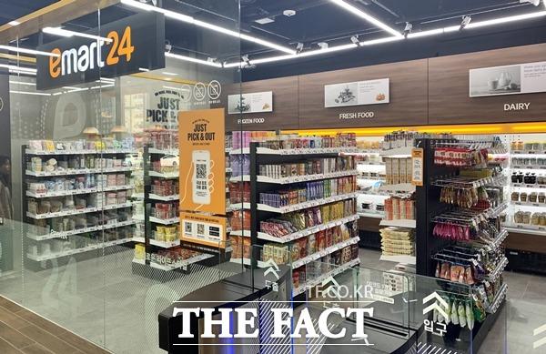 편의점 이마트24가 1~11까지의 판매데이터를 분석한 결과, 이 기간 가장 많이 팔린 상품은 자체상품(PB상품)인 생수였다. /이민주 기자
