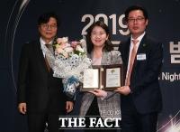 [TF포토] 제 20대 국회 의정대상 수상한 신보라 의원