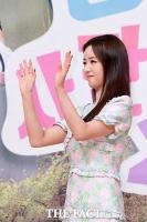 [TF포토] 윤보미, '팬들에게 보내는 인사~'