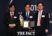 [TF포토] 신동근 의원, '제 20대 국회 의정대상 수상'