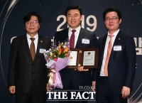 [TF포토] 윤영석 의원, 제 20대 국회 의정대상 수상