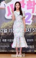 [TF포토] 윤보미, '현역 아이돌의 포토타임'