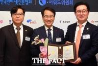 [TF포토] 제 20대 국회 의정대상 수상자 이원욱 의원