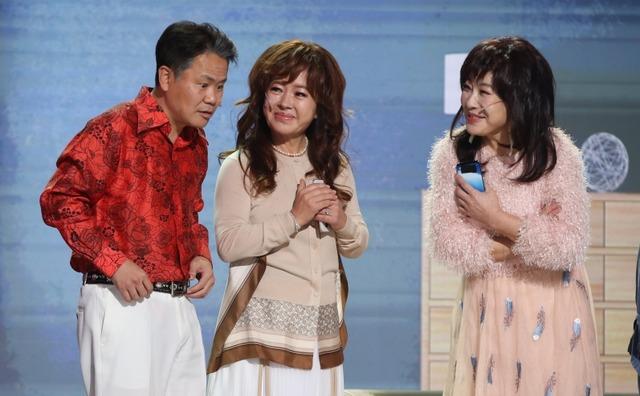 방송인 노사연, 노사봉 자매가 KBS2 개그콘서트에서 한 남자를 두고 라이벌이 된다. /KBS 제공