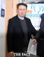 [TF포토] 얼굴 찌푸린 김건모 소속사 손종민 대표