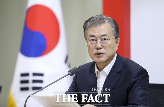 북한이 미국에 제시한 새로운 계산법의 시한인 연말을 앞두고 있다. 특히 북한의 무력 도발 가능성이 제기되면서 한반도의 긴장도 고조되고 있어, 문재인 대통령의 중재 역할에 관심이 쏠린다. /청와대 제공