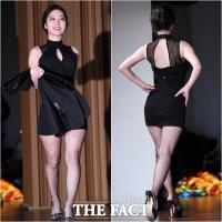 [TF포토] 김나정, '마술사 돕는 미녀 도우미'