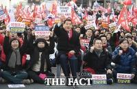 [TF포토] 광화문 광장서 구호 외치는 심재철-황교안