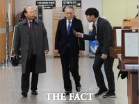 [TF포토] 석방 후 첫 법정 출석하는 김기춘