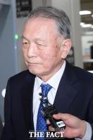 [TF포토] 묵묵부답으로 재판 출석하는 김기춘
