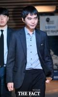 [TF포토] 긴장한 표정으로 입장하는 이세돌 9단