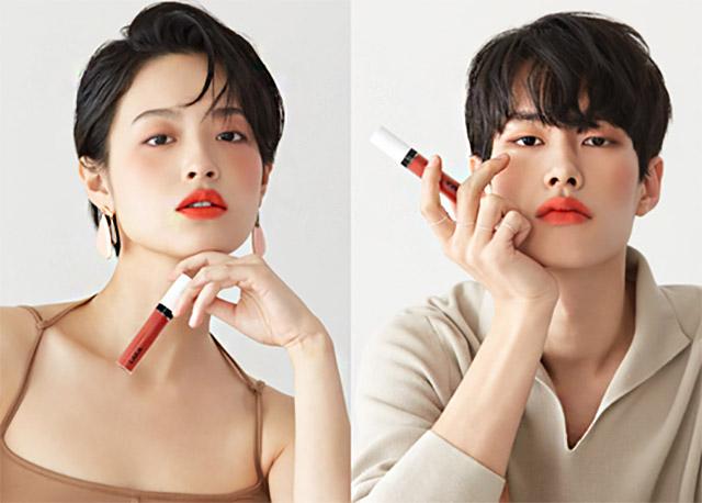 지난해 첫 선을 보인 국내 최초 젠더 뉴트럴 색조 화장품 브랜드 라카는 남녀 공용 립스틱 등 젠더리스 제품을 잇달아 출시하며 눈길을 끌었다. /라카 홈페이지