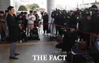 [TF포토] 취재진 앞에 선 최민수