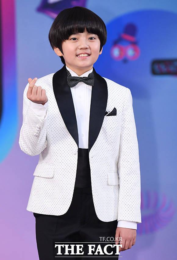 2019 KBS 연예대상 레드카펫 행사가 21일 오후 서울 여의도 KBS 본관에서 진행된 가운데 배우 김강훈이 포토타임을 갖고 있다. / 배정한 기자