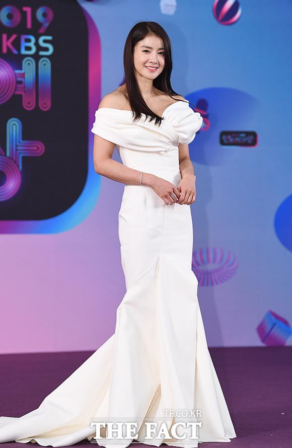 2019 KBS 연예대상 레드카펫 행사가 21일 오후 서울 여의도 KBS 본관에서 진행된 가운데 배우 이시영이 포토타임을 갖고 있다. / 배정한 기자