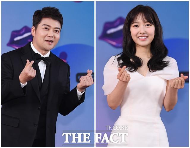 2019 KBS 연예대상 레드카펫 행사가 21일 오후 서울 여의도 KBS 본관에서 진행된 가운데 방송인 전현무(왼쪽)와 이혜성 아나운서가 포토타임을 갖고 있다. / 배정한 기자