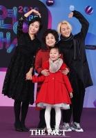 [TF포토] 팝핀현준 가족, '행복한 방송국 나들이!'