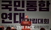 [TF포토] '국민통합연대 창립대회' 축사하는 이문열 작가