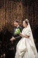 서효림-정명호, 결혼 모습 공개..부케 받은 지숙 관심