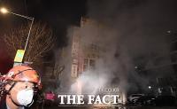 [TF포토] '연기 자욱한 방학동 아파트 상가'