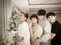 '박서준·뷔·엑소·아이유·제니…' 크리스마스 인사 나선 스타들