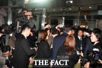 [TF포토] '취재진에 둘러싸인 조국'