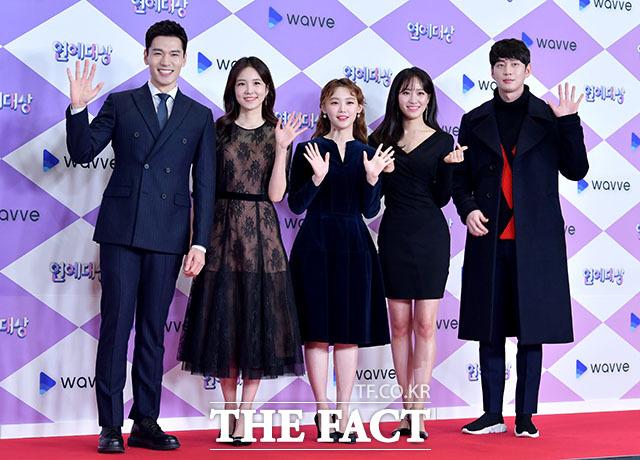 축하무대를 준비한 SBS 아나운서 김우주, 장예원, 김수민, 주시은, 김윤상(왼쪽부터).