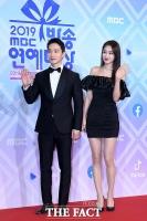 [TF포토] 김정현-경리, '섹션 TV 대표하는 선남선녀'