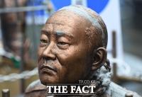 [TF포토] 설치 2주 만에 훼손된 전두환 동상