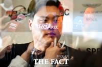 [TF포토] 언론이 집중한 '한국인 MLB 투수 최고액' 류현진
