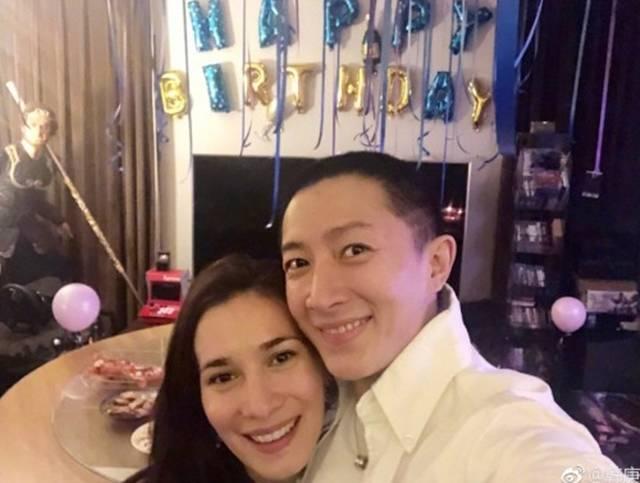 한경(오른쪽)과 셀레나 제이드가 2년 열애 끝에 부부가 됐다. /한경 웨이보