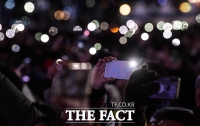 [TF포토] 경자년 소망을 가득 담은 스마트폰 불빛