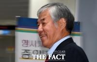 [TF포토] 멋쩍은 미소 짓는 전광훈 목사