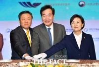 [TF포토] '2020 건설인 신년인사회' 참석한 이낙연-김현미
