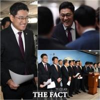 [TF사진관] '원내대표가 탈당' 밝은 표정의 오신환