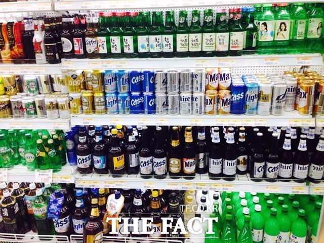 연초부터 주세 기준이 바뀌면서 맥주와 탁주에 대한 주세 부과 기준이 출고량 기준인 종량세로 전환된다. 이에 따라 수제맥주의 가격도 할인이 될 것으로 보인다. /더팩트 DB