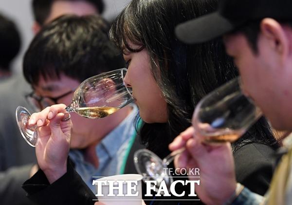 대형마트 업계가 설 연휴를 앞두고 와인 선물세트를 내놓는 등으로 관련 상품군을 강화하고 있다. /더팩트 DB