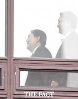 [TF포토] 앞으로 향하는 윤석열 총장