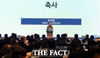 [TF포토] '유은혜 장관 축사 경청하는 학생과 교사들'