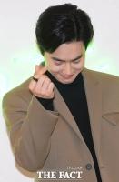 [TF사진관] 엑소 수호, '손하트는 조금 쑥스럽네요~'